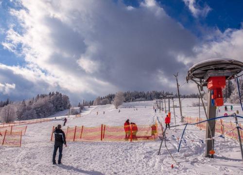 Wyciąg narciarski Pasieki niedaleko gospodarstwa agroturystycznego u Gazdy w Wiśle