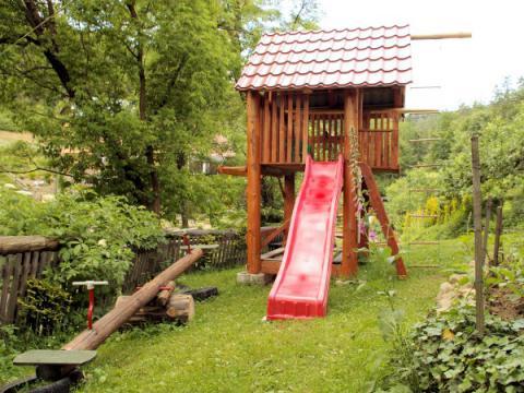 chata-w-fiedorowie-plac-zabaw-1-600.jpg